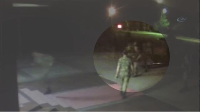 Kahraman Astsubay Halisdemir darbeci komutanı böyle vurdu