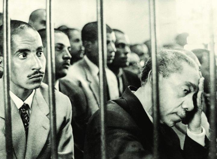 Seyyid Kutub, Yoldaki İşaretler kitabı sebebiyle 1965 yılında yeniden tutuklandı.