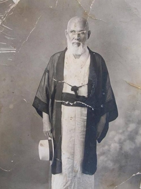 Abdurreşid İbrahim, geleneksel Japon kıyafetleriyle.
