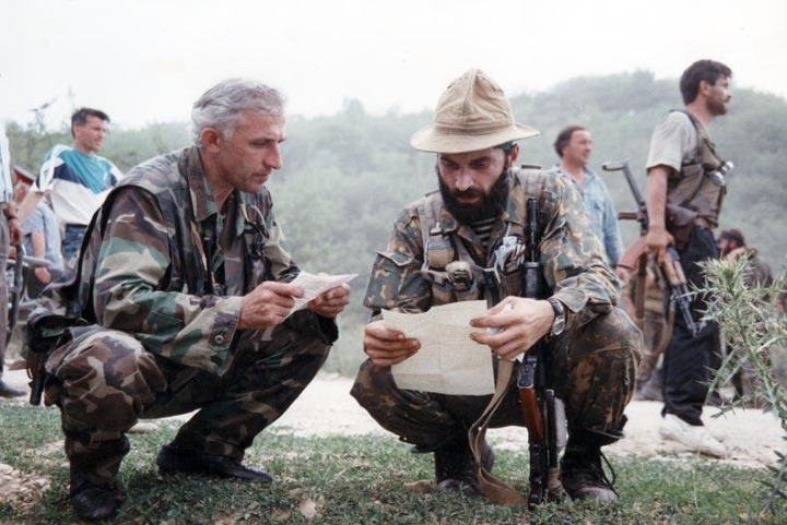 Birinci Çeçen-Rus savaşı sırasında Şamil Basayev ve Aslan Mashadov.