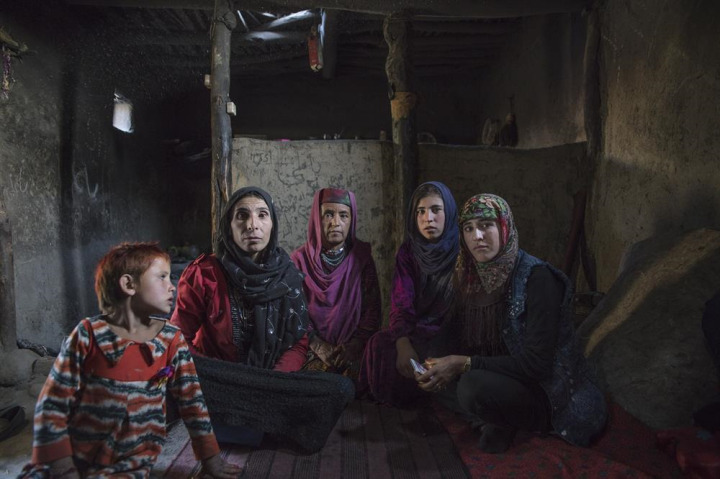 Kırgızların aksine, Vahiler yerleşik halde yaşıyor.