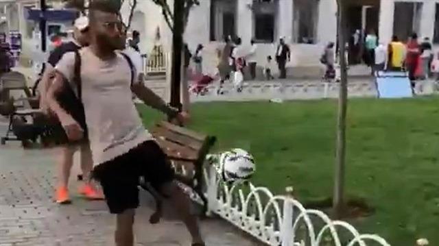 Barcelonalı Rafinha Sultanahmet'te top oynadı