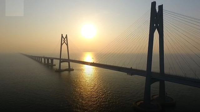 Yapımı 10 yıl sürdü: Dünyanın en uzun deniz köprüsü açıldı