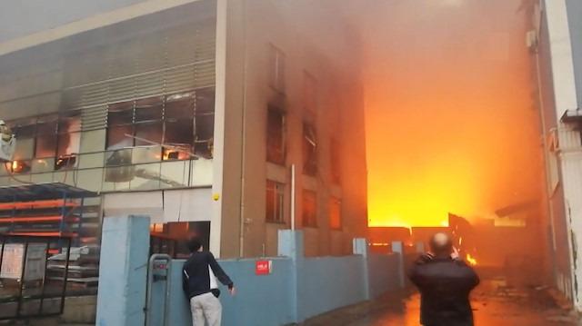 İstanbul Esenyurt'ta 3 fabrika yanıyor
