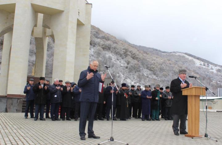 Karaçaylar her sene sürgünün başlangıcı olan 2 Kasım'ı çeşitli tedbirlerle anıyor ve sürgün sırasında vefat eden soydaşları için dualar okuyorlar.