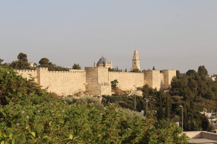 Kudüs şehir surları, Kanuni Sultan Süleyman'ın emriyle inşa edilmiştir.