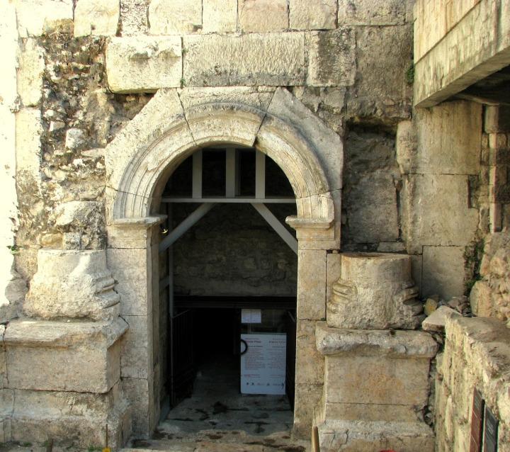 Şam Kapısı'nın altındaki Roma kalıntıları...