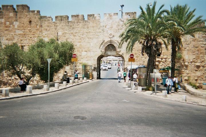 Vaktiyle Mağribli Müslümanların yaşadığı mahalleye giriş yapılan kapı.
