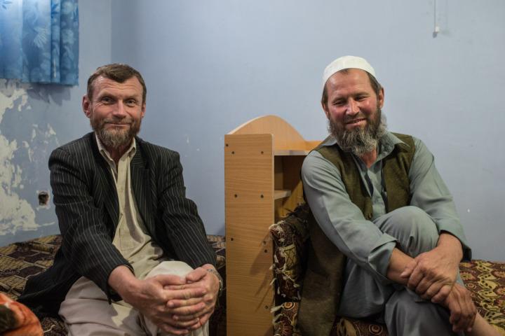 Aynı şehirlerde yaşayan Gennadi Tsevma (solda) ve Aleksandr Levenets arkadaşlıklarını devam ettiriyorlar.