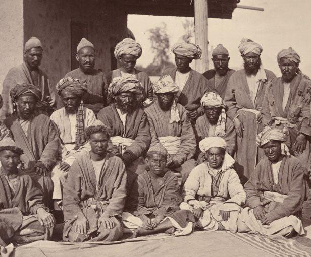 İkinci İngiliz-Afgan savaşında John Burke tarafından resimleri çekilen Besudi Hazara kabile şefleri (Yıl: 1880)