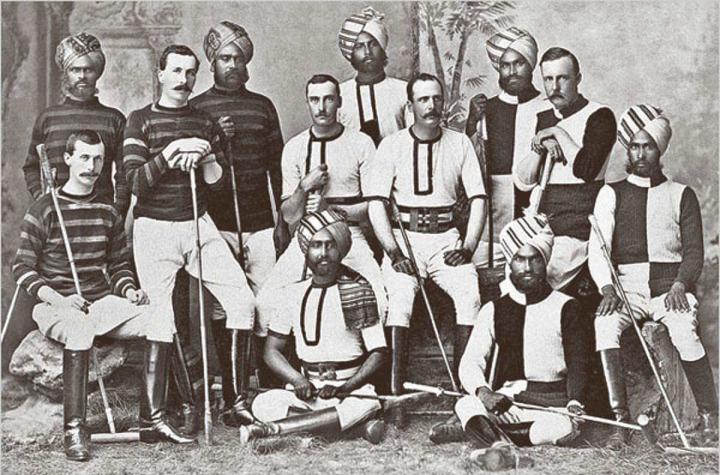 İngilizlerin Hindistan'da kurduğu polo takımının bir fotoğrafı.