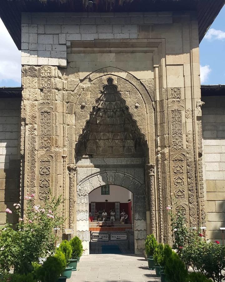 Amasya Bimarhanesi, Anadolu'da İlhanlılardan günümüze ulaşan tek eserdir.