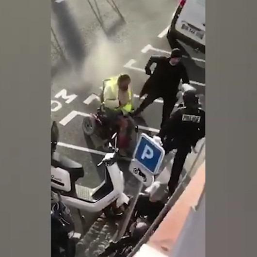 Tekerlekli sandalyeli adama biber gazı sıkan Fransız polisi