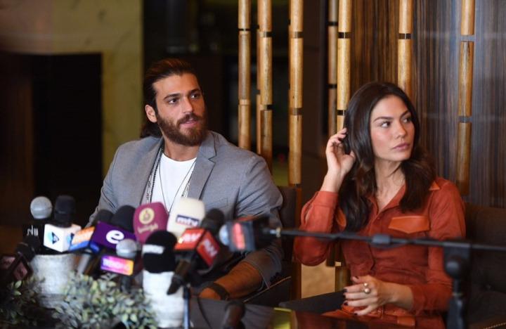 Can Yaman ve Demet Özdemir Beyrut'ta yoğun ilgiyle karşılandı
