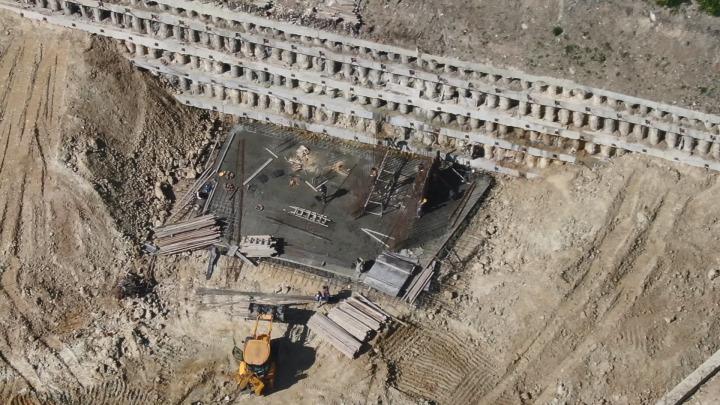 Çatlaklara sebep olduğu iddia edilen kazı alanı havadan görüntülendi.