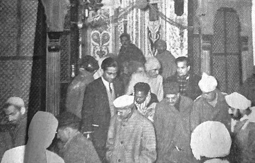 Hindistan'ın Müslüman İçişleri Bakanı Lal Bahadır'ın Hazratbal'ı ziyareti.