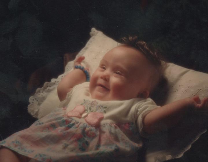 Mim Kemal Öke'nin ''Yaralı ceylanım'' diye bahsettiği kızı Nazlı'nın bebekliği.