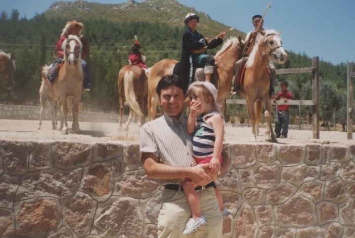 Mim Kemal Öke ve kızı Nazlı.