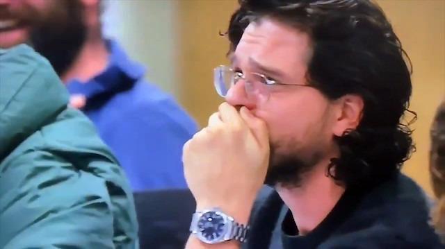 Game of Thrones'un final bölümünü okuyan Jon Snow'un yıkıldığı anlar