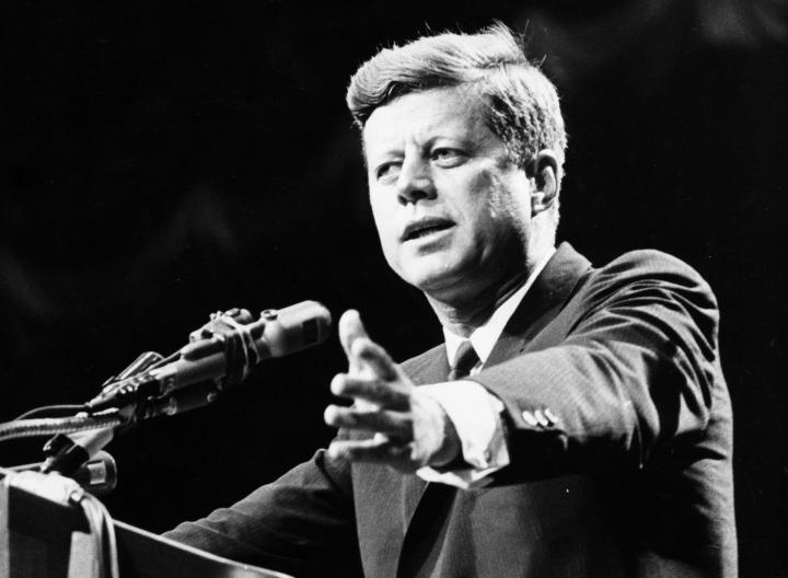 Aile'nin ABD Başkanları'nın birçoğuyla temasa geçmiş durumda olduğu iddiası da dizi sonrası sosyal medya ve forumlarda sıklıkla dillendirilmeye başlandı.