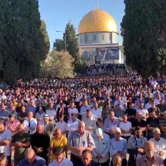 İsrail polisi Filistinlilere Harem-i Şerif'te saldırdı