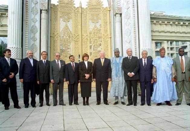 22 Ekim: Erbakan G-7'ye karşı, D-8'ler grubunu kurma projesini için harekete geçti
