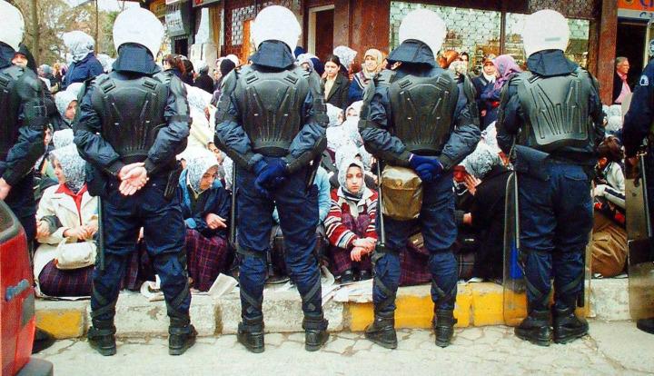 Başörtüsü yasağına karşı olan bazı eylemciler idamla yargılandı