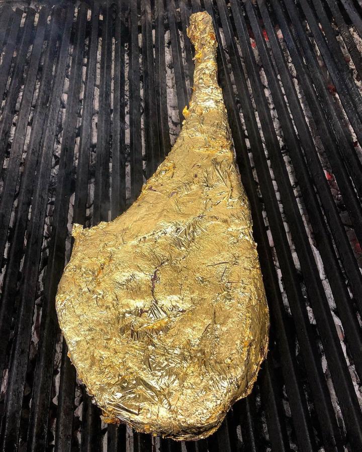 4. Nusr-Et altın bifteği