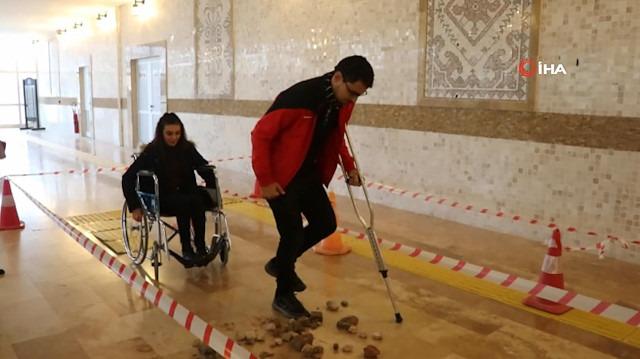 Öğrenciler engelliler için 'Empati Parkuru'nda yürüdü