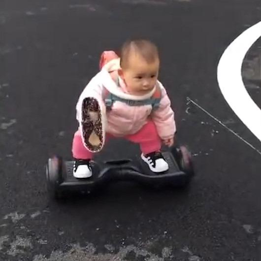 14 aylık bebeğin 'hoverboard' becerisi Çin sosyal medyasını salladı