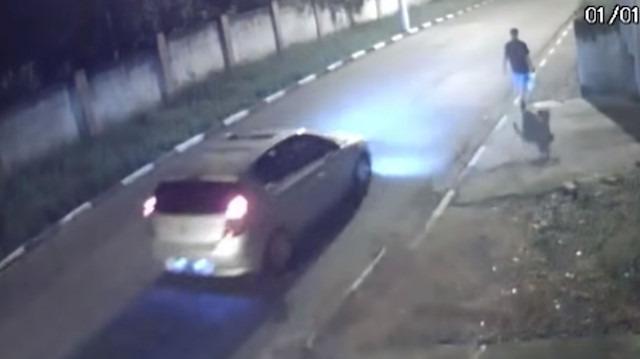Arabalı yankesicileri koşarak atlatan adam