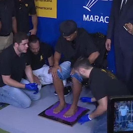 Ronaldinho Brezilya'da bir müzeye ayak izlerini bıraktı