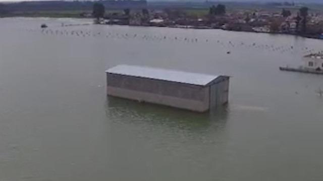Baraj kapakları açıldı, mahalle sular altında kaldı