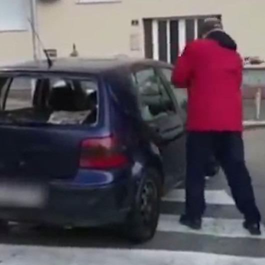 Yaya geçidindeki otomobili pert eden sinirli Hırvat
