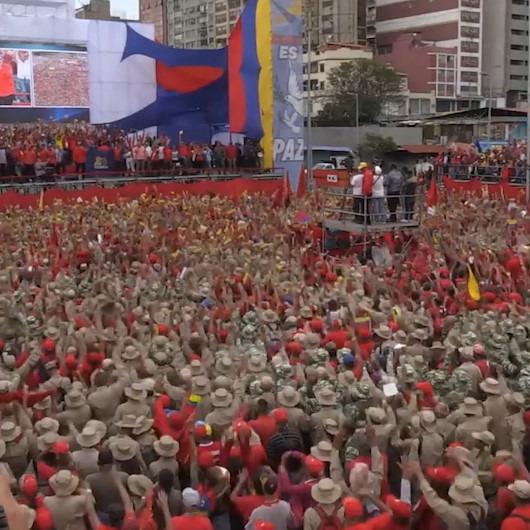 On binlerce Venezuelalı mitingde buluştu