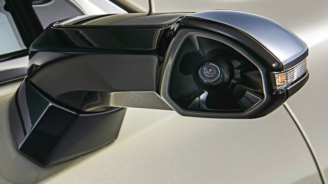 Lexus ES, yan aynalar yerine kameralar sunuyor