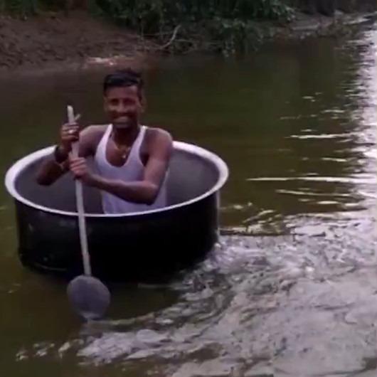 Nehir üzerinde dev tencereyle gülümseten yolculuk