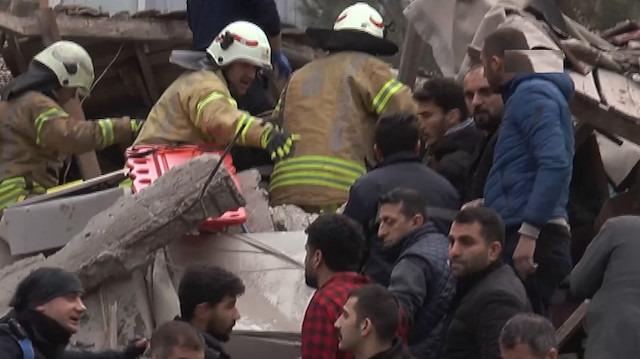 Kartal'da 7 katlı bir bina çöktü: Yaralılar enkazdan çıkarılıyor