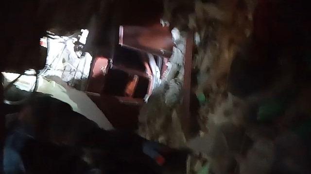 Kartal'da çöken binanın 'zemin katında' yaşam belirtisi aranırken