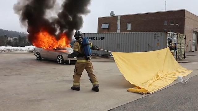 Araç yangın söndürme battaniyesi