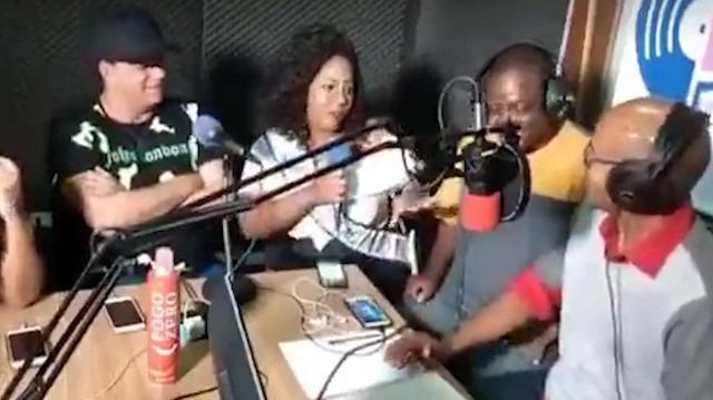 Radyo istasyonu canlı yayındayken soyuluyor