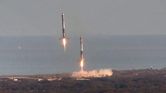SpaceX yine Tarih Yazdı: 3 roket dünyaya iniş yaptı