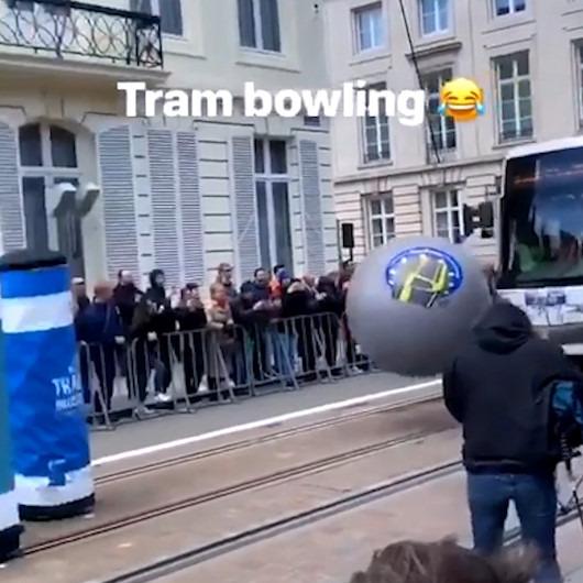 Bowling oynayan tramvayın muhteşem atışı