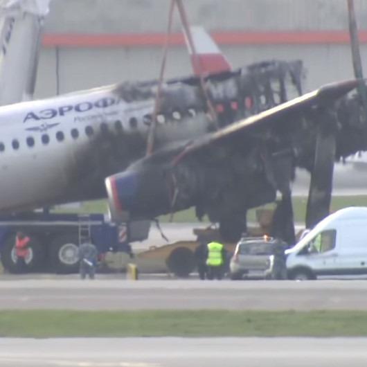 Moskova'da yanan uçağın enkazı kaldırıldı