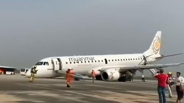 İniş takımları açılmayan uçak burnunun üstüne piste indi