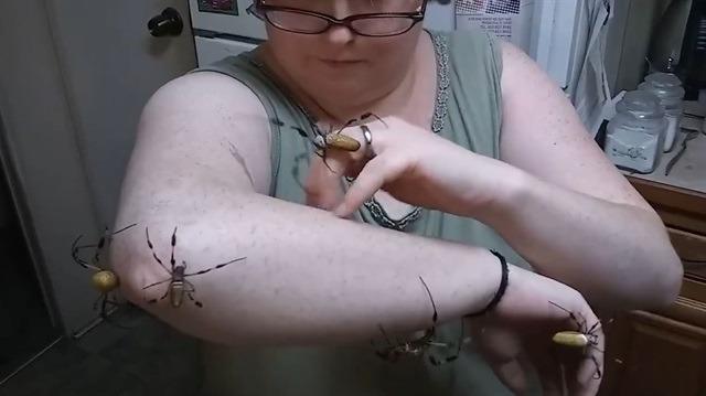 Altın küre örümcekleriyle dost olan psikopat kadın