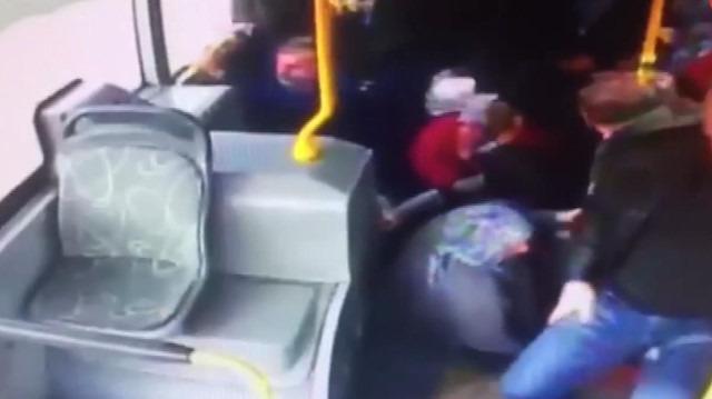 TIR'ın belediye otobüsüne çarptığı kaza araç içi kamerasında