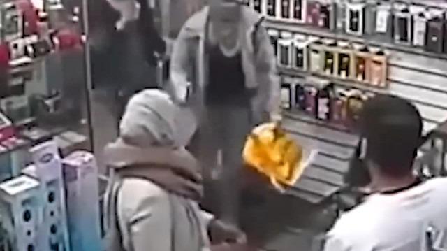 Silahlı soyguncuları beyzbol sopasıyla kovaladı