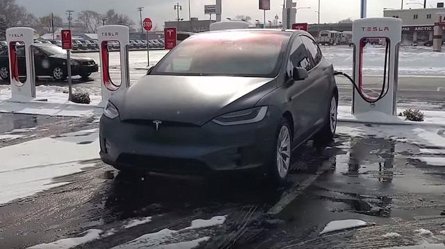 Tesla X: Mükemmel aracın mükemmel şarj istasyonu