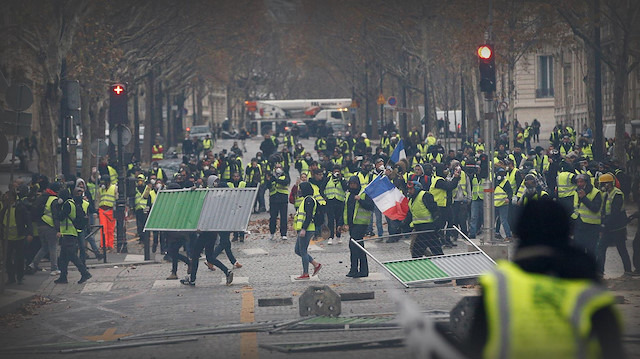 Dükkanlar birer birer kapatıldı, Sarı Yelekliler Fransa'yı birbirine kattı